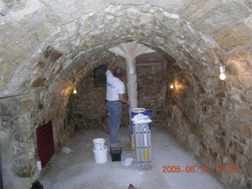 Application traitement sur le mur d'une cave
