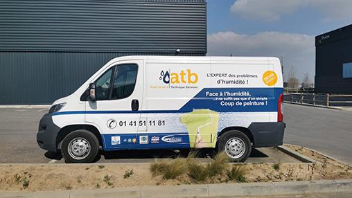 Camion d'ATB Humidité stationné